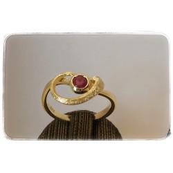 Gelbgold-Ring mit Rubin